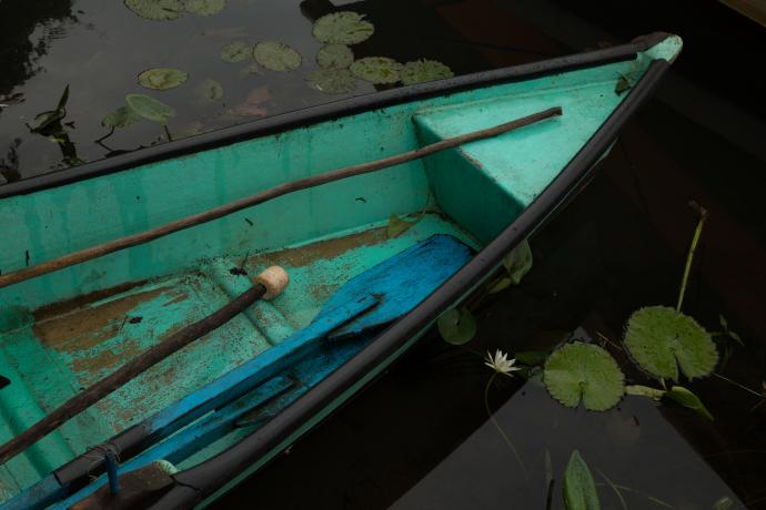 Barca sobre las aguas de un lago en Catemaco, México